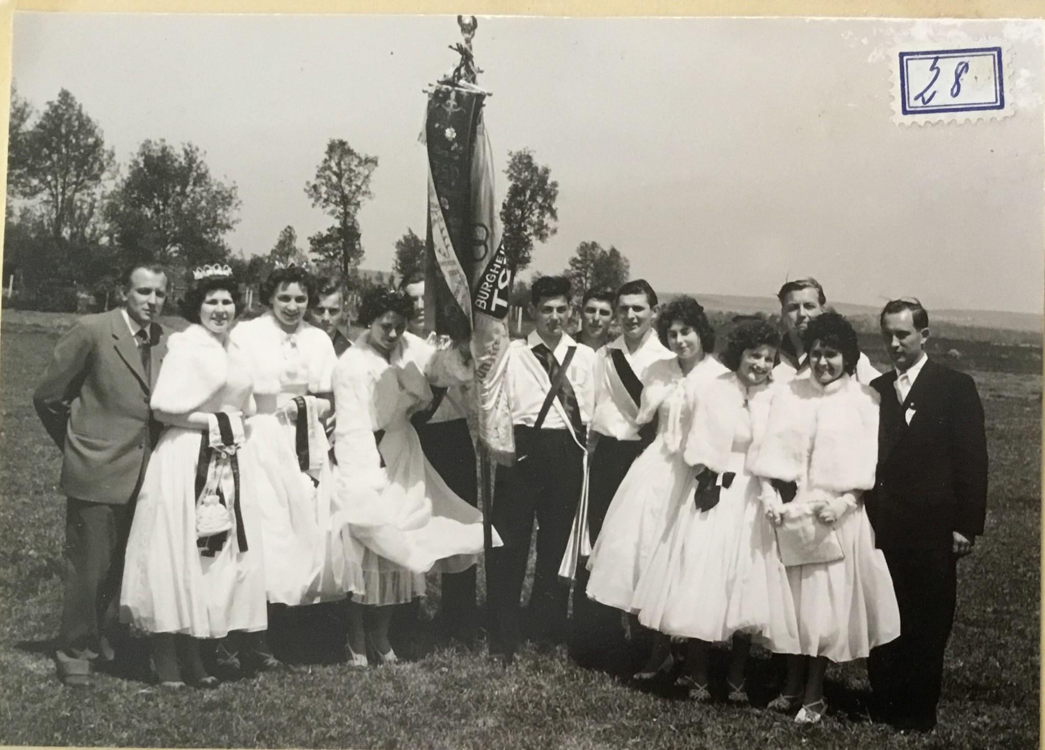 Bild von Damals: TSV Burgheim: Fahnenweihe